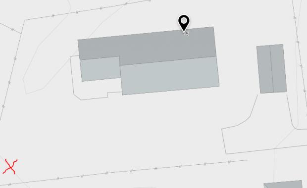 Kartutsnitt fra kommunekart som viser hvor på tomten omsøkt tre som skal felles er plassert